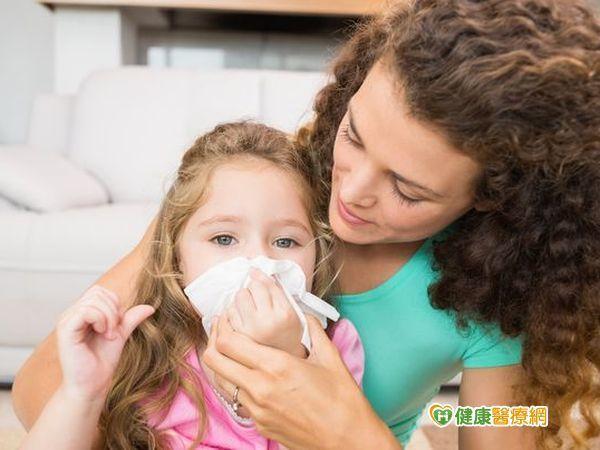 過敏與感冒類似症狀,父母要如何分辨呢?