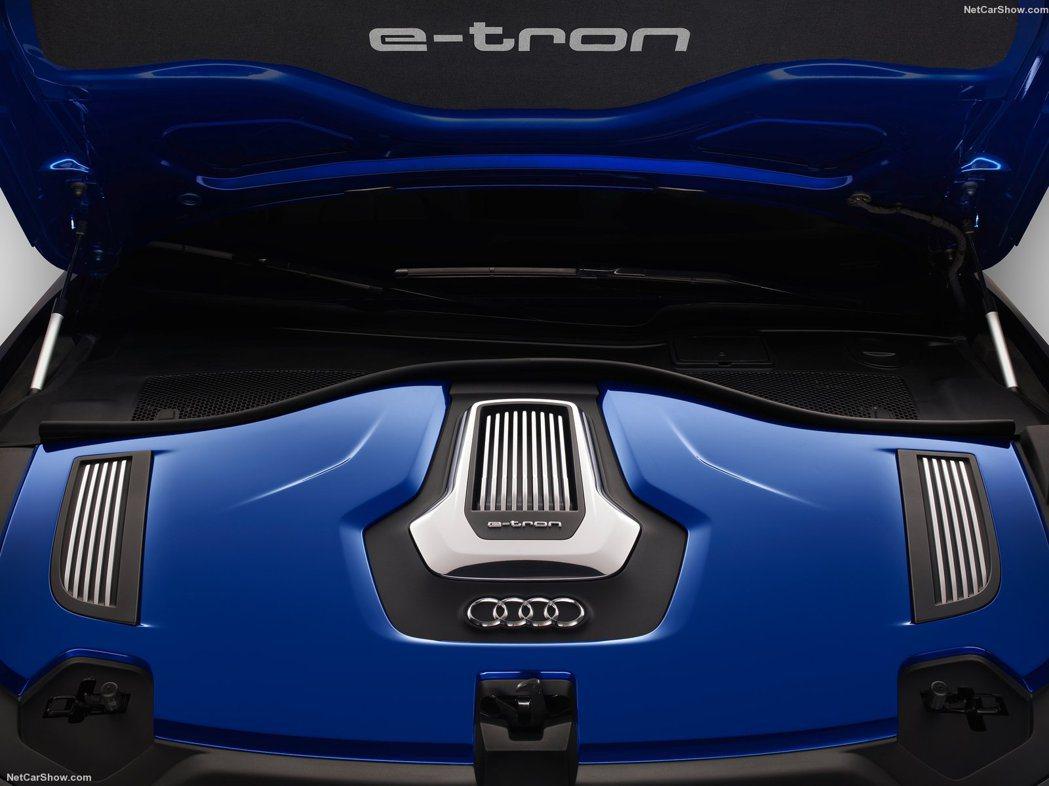 A6L e-tron油電綜效最大馬力245hp,最大扭力500Nm。它具有可7.2kW兩階段全新充電技術,可在兩小內完全充電,利用家用電源,可在8小時內完全充電。 Audi提供