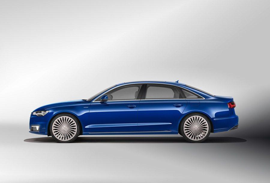 A6L e-tron外型和長軸汽油版的A6大抵相同,但它配有為該油電車特別設設的18吋鋁圈,以及LED照明與條紋交錯的進氣口氣柵。 Audi提供