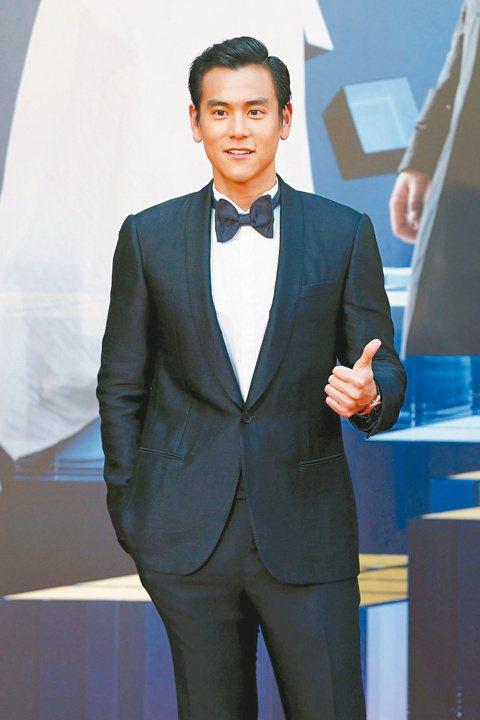 33歲的彭于晏,今年憑「黃飛鴻之英雄有夢」入圍第34屆香港金像獎男主角,穿著LANVIN黑西裝出席,帥氣加分,但天氣悶熱,走完紅毯全身爆汗。