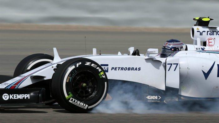 今年的威廉斯賽車無法調大動力輸出,靠著Vettel車損後頻頻發生轉向不足,Bot...