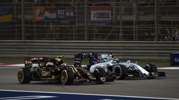 威廉斯車手Massa在暖胎圈發生故障,只好從第6位退回PIT最後一位起跑,賽中曾...
