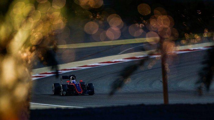 邁凱輪車手Alonso首次將賽車帶進Q2排位賽,隊友Button卻因動力單元故障...