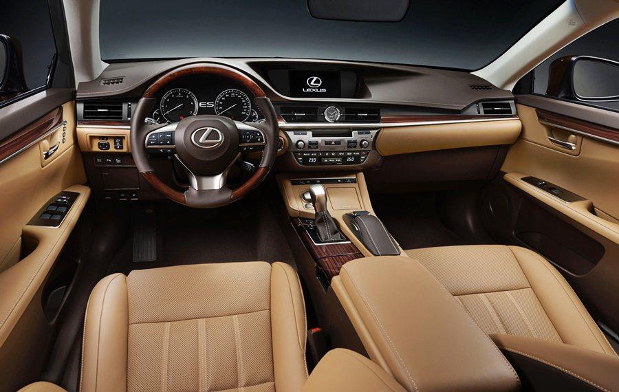 內裝四種色調與風格可選擇,另全面提升座艙的華麗感,大上維持既有的設計,但換上新材質,圖為ES200內裝。 Lexus提供