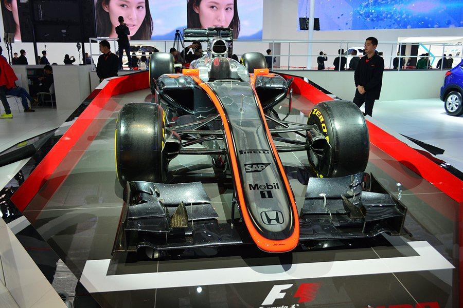 在上海車展展台上,本田也展示一台方程式賽車,以宣揚了本田品牌的運動精神。 記者趙...