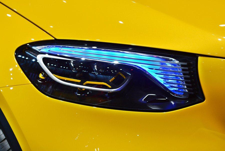車頭配上十分耀眼的全LED燈組,複合式照明,依使用功能不同,不僅炫目,而且有不同...