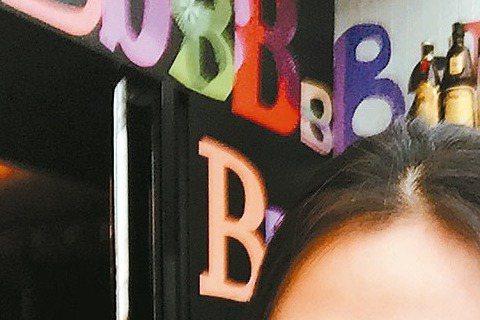 蔡健雅前天剛結束吃喝玩樂的日本旅遊,此行更堅定她想當烘焙師的念頭,甚至考慮嫁給廚師,但回歸現實,5月中變身Rocker開唱。蔡健雅畢竟是3屆金曲歌后,音樂是本業,烘焙是副業,她日前與朋友到日本玩,依...
