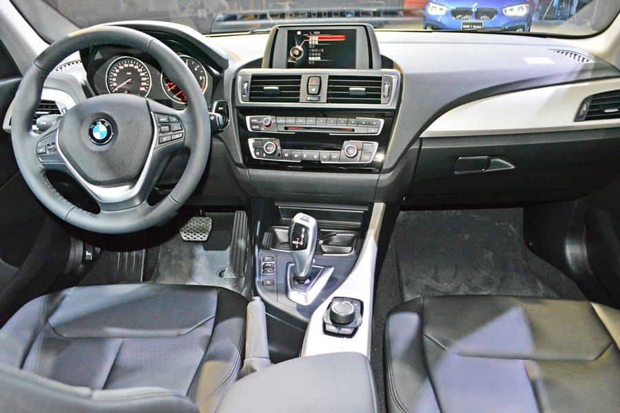 內裝質感和配備比起舊車型顯著提升,納入更多的數位娛樂配備。 記者趙惠群/攝影