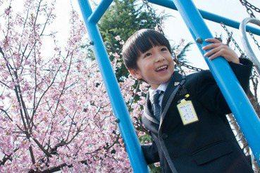 【小玉物語】致詞不鼓掌、議員不上台、爸爸向公司請假:小一生才是日本開學典禮的主角