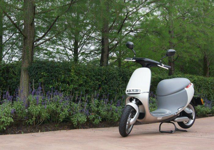 圓潤的外型設計,具備低風阻及好清洗的優勢,行駛上路十分吸睛。 記者林翊民/攝影
