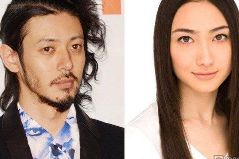 日本媒體報導,39歲的日本男藝人小田切讓與28歲的女藝人香椎由宇所生的1歲9天大的次男,於本月20日因腸絞扼夭折。小田切與香椎透過各自所屬的經紀公司表示,他們的次男被診斷出罹患腸絞扼,14日接受緊急...