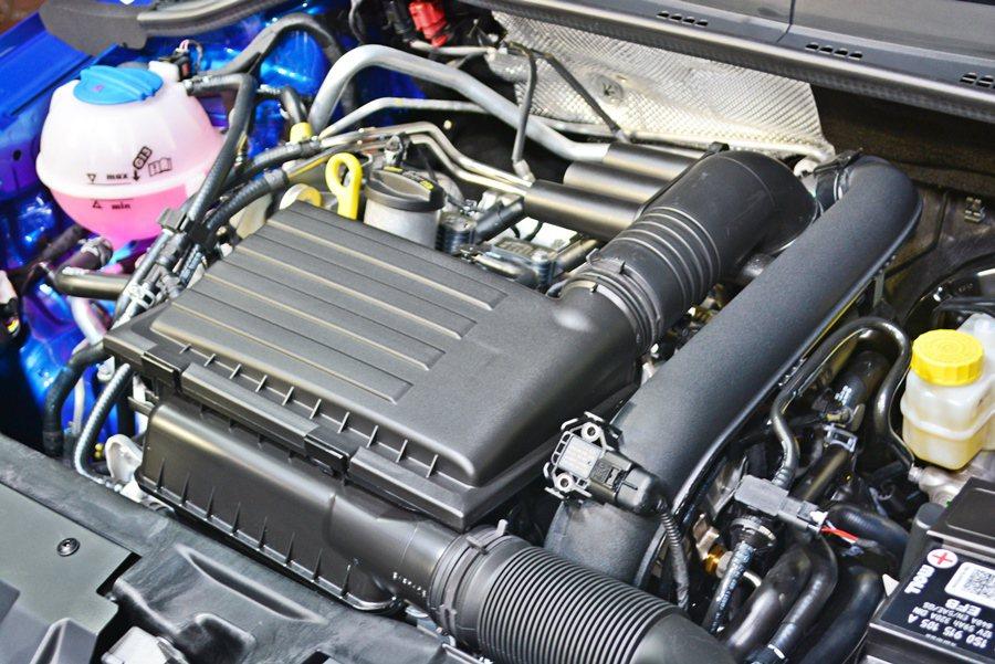 動力全部都符合歐盟6期法標準,包括1.2升渦輪增壓引擎和1.6升自然進氣引擎,兩者最大馬力都是110匹,最大扭力各為15.8公斤米和17.9公斤米。 記者趙惠群/攝影