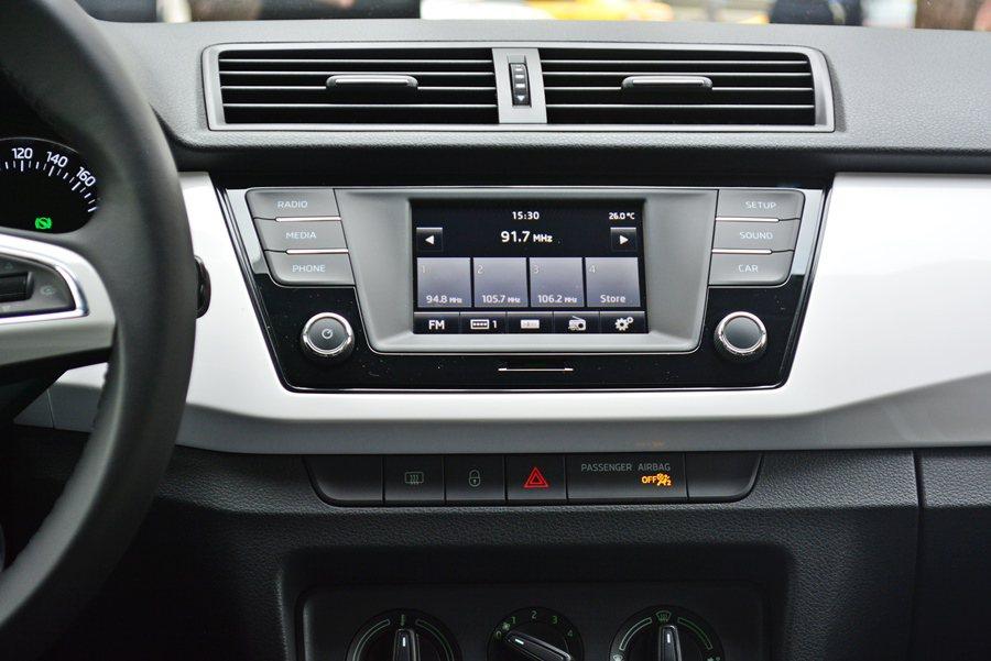 而中控台也有和福斯共用的彩色觸控螢幕,有藍牙、AUX-IN和廣播等配備。 記者趙惠群/攝影