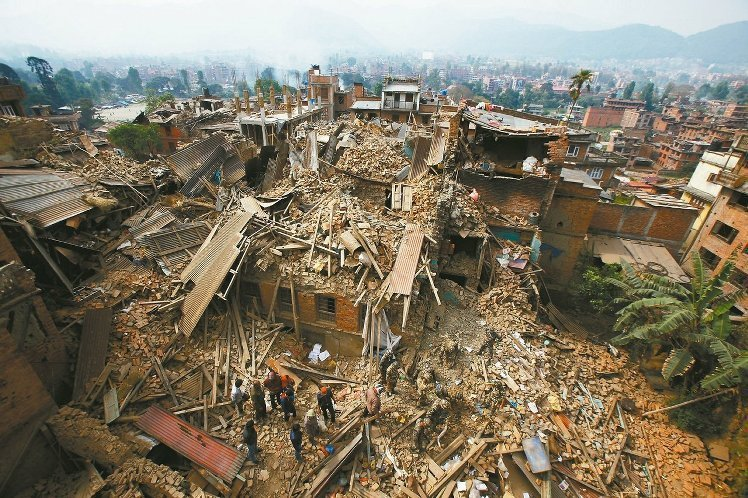 更多現場圖片請見《圖輯/路裂屋塌滿目瘡痍 尼泊爾強震的驚恐悲喜》 圖/美聯社