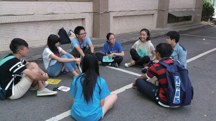 社團迎新,不只熟悉竹女的學姊,也熟悉竹中的同窗。圖/菁菁校刊社提供