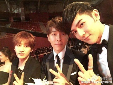 大東(汪東城)公開了他和 Super Junior D&E 成員東海與銀赫的合照。不過三帥是怎麼湊在一起的咧?原來大東獲得了2015韓國亞洲時尚大賞的亞洲區年度藝人獎,他日前前往韓國參加盛典...