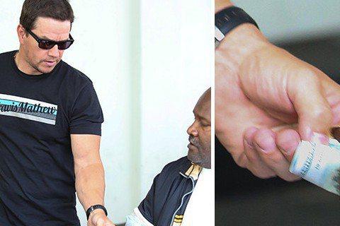 好萊塢明星有不少是善心人士,來看看馬克華柏格(Mark Wahlberg)跟老婆愉快到外面用餐,走出餐廳後見到一位坐在輪椅上的身障人士,看起來像是無家可歸的流浪漢,他馬上掏出100元美金(約台幣3,...