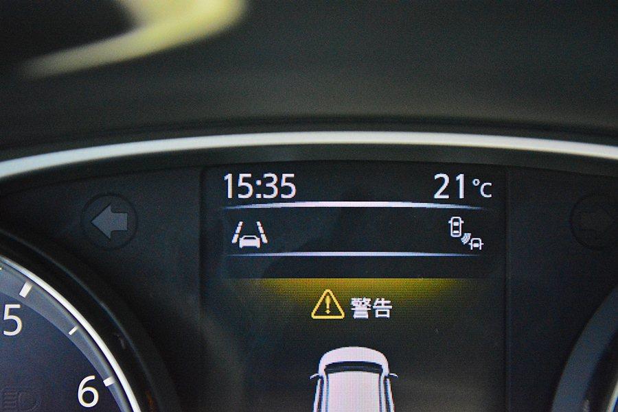 BSW盲點警示與LDW車道偏移警示等輔助裝置都遈同級車少有的安全配備。 記者趙惠群/攝影