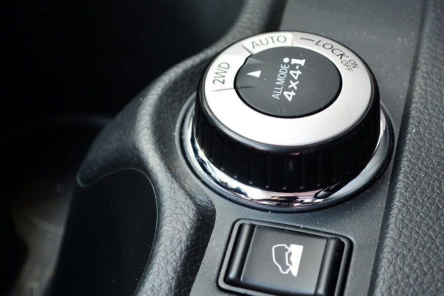 時四輪傳動的輔助,也能因應路面及車輪抓地,適時介入。 記者趙惠群/攝影