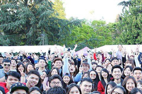 MP魔幻力量為電影「Star Wars:原力覺醒」擔任台灣區電影代言人,受邀赴美國加州參與博覽會,他們趁機征服南加大及西雅圖華盛頓大學,射手舞引起華人學生的熱情回應。首度在美舉辦美國校園演唱會,MP...