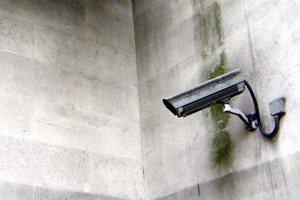 誰來監視那些監視監視器的人?