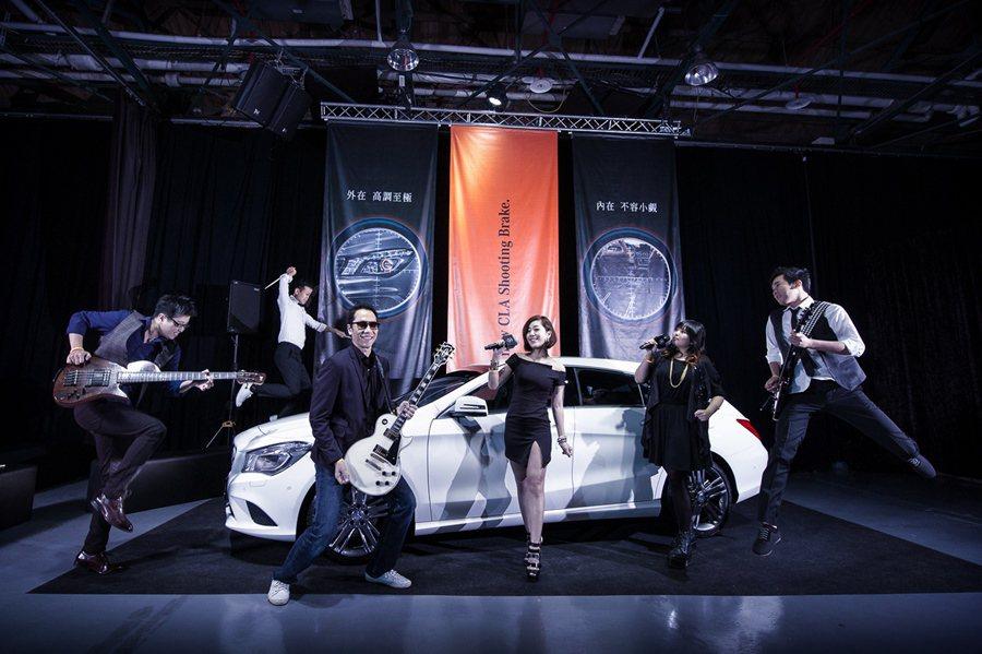 為新車上市造勢,台灣賓士請來2015春浪大賞得獎的新興搖滾樂團「媒關係MEC Band」,為發表會獻唱。 台灣賓士提供