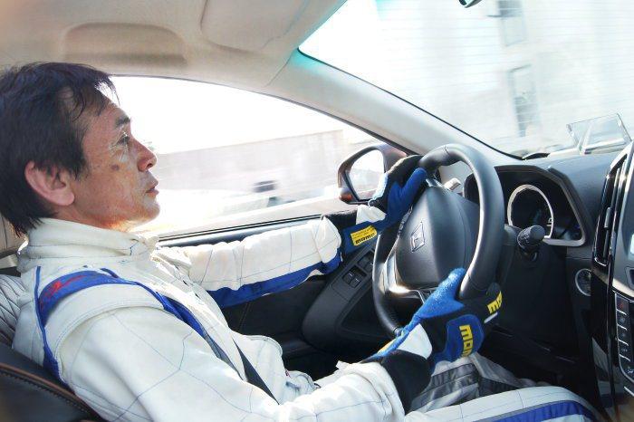 鈴木利男高超的駕駛技術於大鵬灣駕駛U6 Turbo Eco Hyper,讓試車組見識到這部車的最高極限,以一般駕駛者來說如此性能已相當夠用。