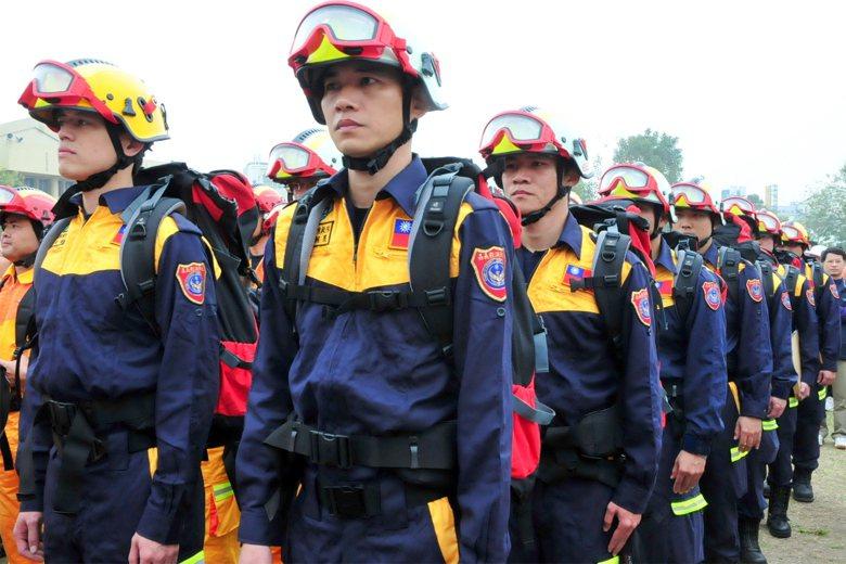 圖為2011年,嘉義特種搜救隊因應日本311強震集結整備的畫面,與本次尼泊爾強震...