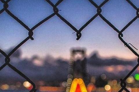 王陽明3日在個人的Instagram放上一張照片,是從愛心形狀的柵欄破洞往外看的美麗風景,並深情寫下「不管有多遠,我都會在你身邊,每一天陪著你,愛著你」。並接著用英文寫出想和女友天長地久的思念心情。...