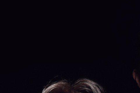 為了第5張全新專輯「有事嗎」,大嘴巴不僅大玩復古造型,首波主打「FUNKY那個女孩」,還邀來「台灣瑪丹娜」之稱的藍心湄跨刀合作,一起激盪趣味又復古的時尚火花。這回大嘴巴模仿英國搖滾樂團QUEEN的經...