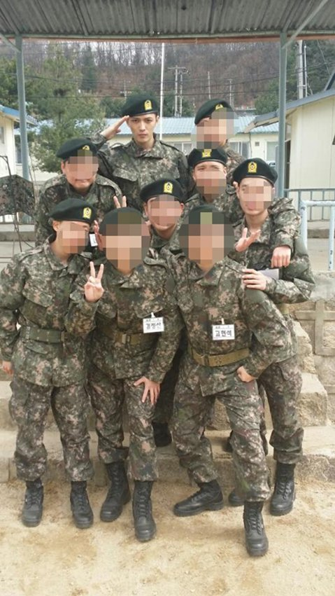 JYJ成員金在中的姐姐更新個人推特(twitter),上傳了一張弟弟的軍裝照。金在中的姐姐在推特(twitter)中寫道:「回應國家的召喚,作為大韓民國的男人,金在中正在努力服役中。他將成為一名出色...