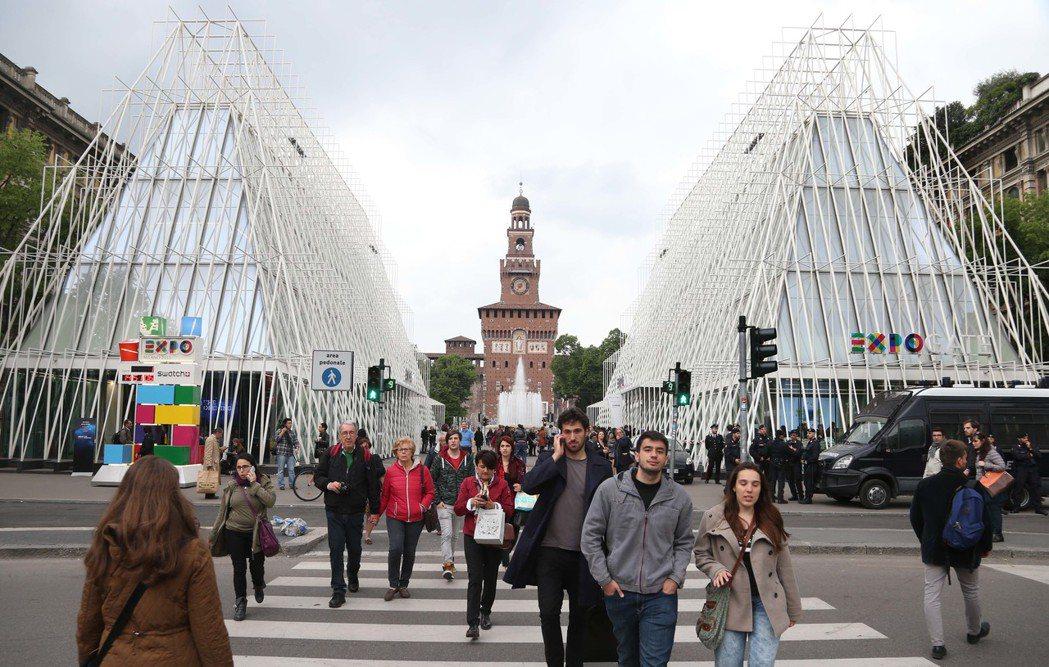 由米蘭建築事務所設計的世博門(Expo Gate)。 記者林俊良/攝影