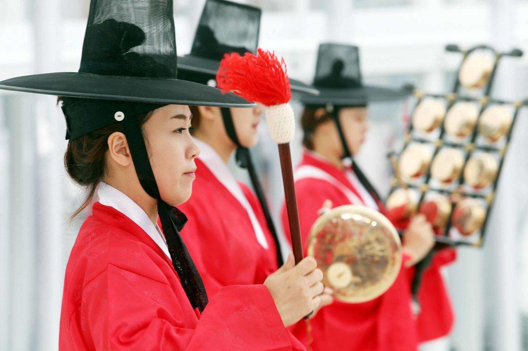 韓國館以傳統音樂演奏開館。 記者林俊良/攝影