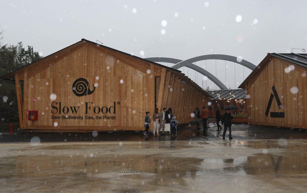 米蘭世博慢食館造型樸實,坐落於會場的最邊陲角落,很容易被參觀民眾忽略。 記者林俊...