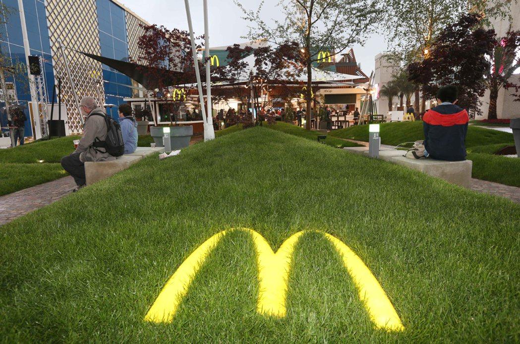 米蘭世博贊助商麥當勞「麥當勞館」雖自成一館,但館內只賣餐點、沒有展覽。 記者林俊...