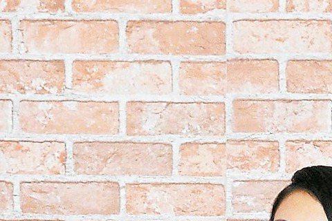 去年金曲歌王歌后林俊傑和戴佩妮(Penny),受邀擔任今年金曲獎宣傳大使,對於是否有信心再入圍金曲獎,林俊傑說雖對作品有信心,但他最看好張學友;戴佩妮則表示,今年有太多好作品,沒辦法評論看好誰,「像...