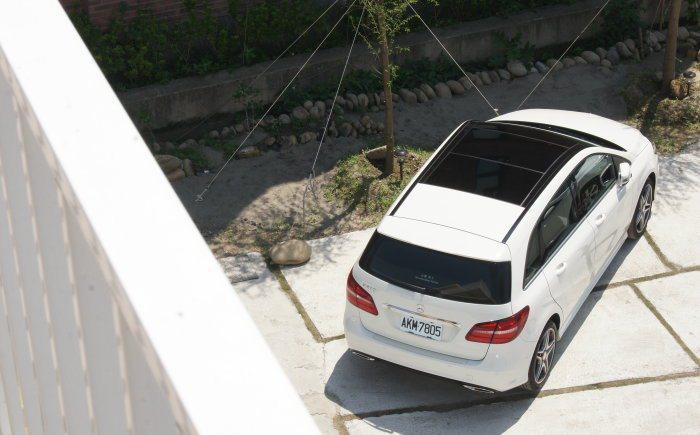 雖然底盤懸吊設定相較舊款硬朗,但B200的設定仍以乘坐舒適性為主要訴求。 記者林...