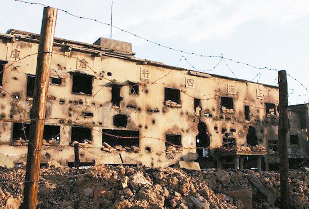 四行倉庫被日軍攻打的炸彈彈坑舊照,上海將全面復舊。 圖/淞滬抗戰館提供