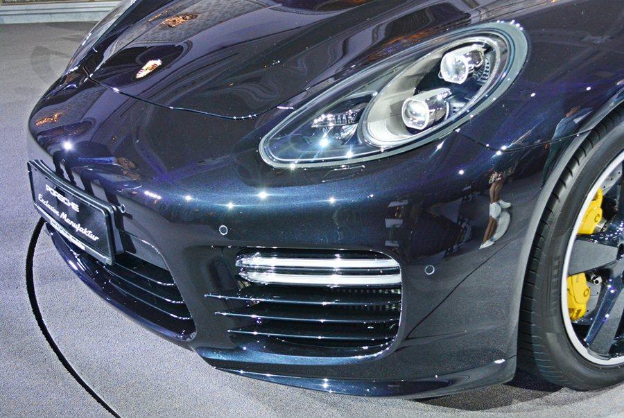 Panamera Exclusive Series車頭氣壩進氣格柵與20吋的Sp...
