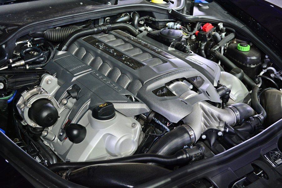 動力和底盤則比照Panamera Turbo S的規格,搭載渦輪增壓動力,最大馬...