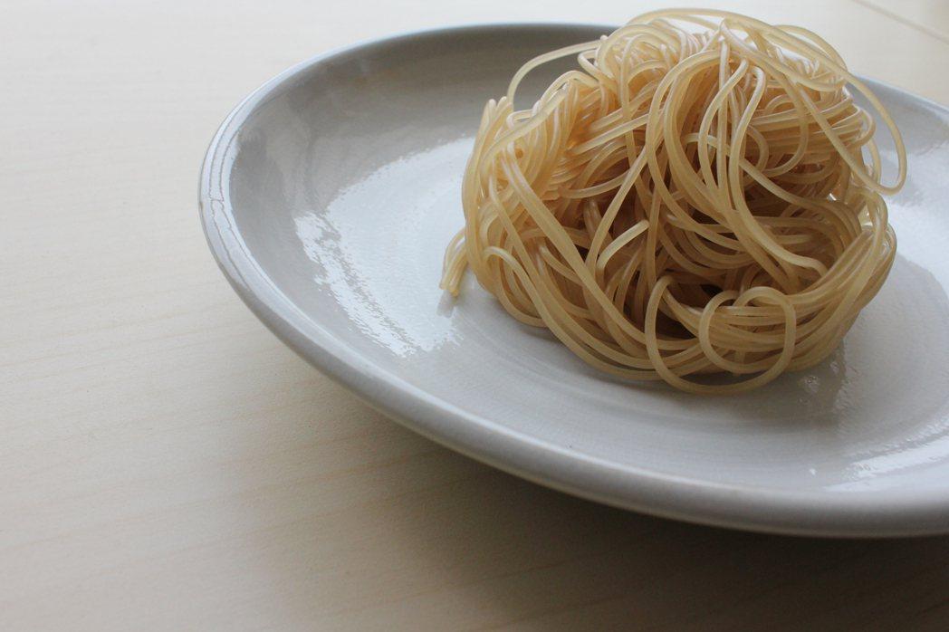 以糙米做成的麵條。 攝影/陳怡蒨