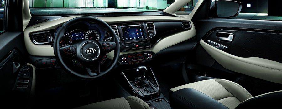 Carens有歐風格調的座艙內裝,質感精緻、配備豐富,科技版車型以上標配的8吋A...