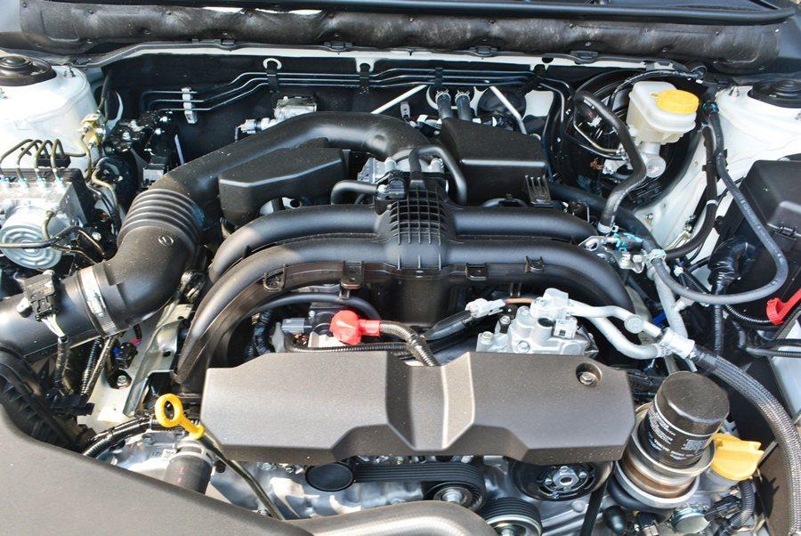 搭載的動力為代號FB25的2.5升BOXER自然進氣水平對臥四缸引擎,搭配CVT...