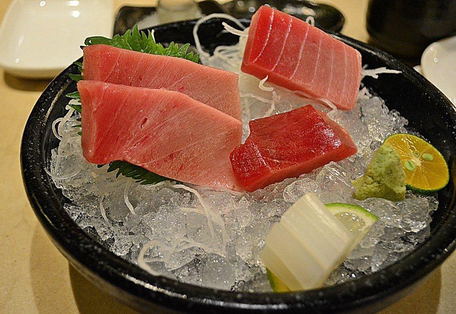 Lamigo納米哥會館設鮪魚專賣店,主廚採跨國界料理的概念,以黑鮪魚為主軸,搭配...