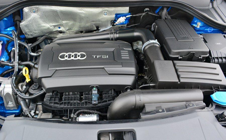 性能取向的Q3 35 TFSI,搭載2.0升直列四缸渦輪增壓引擎,這顆引擎經過優...