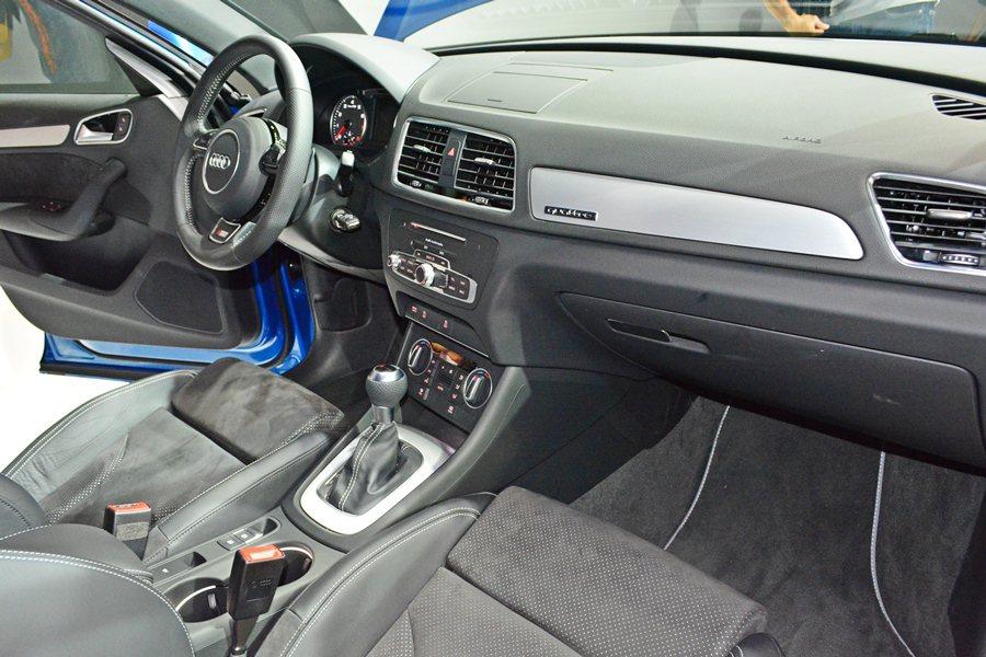 S-Line套件,車內則有真皮與麂皮混搭的跑車化座椅,椅背還有S-Line的壓紋...