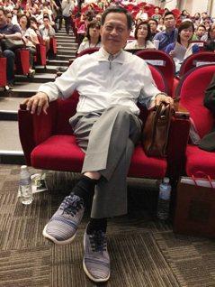 國際名人論壇/小時沒鞋穿…司法院前院長賴英照 看TOMS大感動