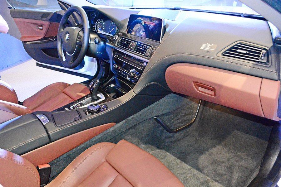 車內座艙設計大抵維持原有的型式不變,但在用料和質感上則全面提升,像是大量採用Da...