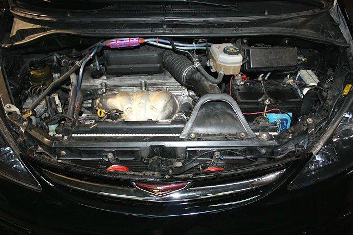 引擎本身運轉時的頻密抖動,都有可能讓燃油管線的接頭部分產生鬆動,一但燃油外洩又接...
