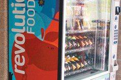 午餐時間自動鎖…美校園販賣機 只賣聰明零食